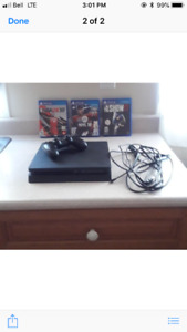 PS4 + 1 Controller.3 Games included