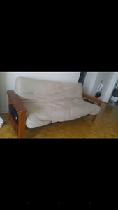Couche for 250$ Negotiable