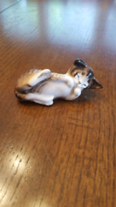 Royal Doulton Hand-painted and signed Tabby cat