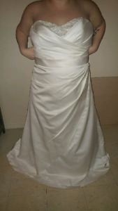 Size 18 Wedding Dress for 500  - comes with veil