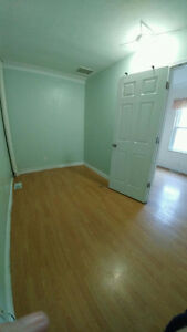 Nice 3 BDs just few block from U of Windsor Now $825++ only Windsor Region Ontario image 3