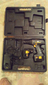 CORDLESS DRILL X2 BATTERYS CHARGER AND CASE