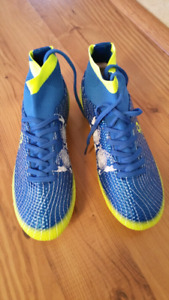 Brand new youth soccer shoes - Size 5