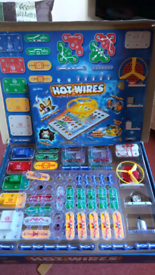 Hot Wires plug and play electronics set