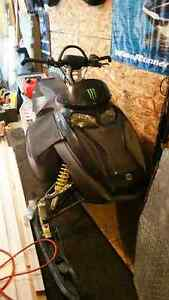 2004 Skidoo 800ho with whole other chassis Williams Lake Cariboo Area image 1