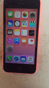 IPHONE 5c 16GB FIDO *screen slightly cracked but fully functiona