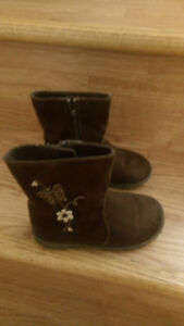 Stylish brown little Girl Boots new ones - Size 8 ½