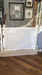 Retractable baby gate by Smart Retract