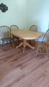 Sturdy dinning room table and chairs