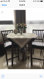 5 month old Pub style dining set, solid wood.