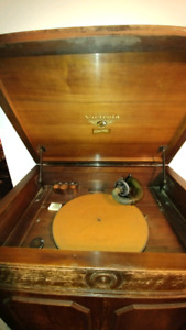 Antique Gramaphone Victrola (make an offer)