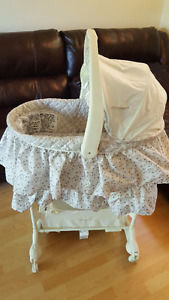 The First Years 5-in-1 Bassinet - Ivy