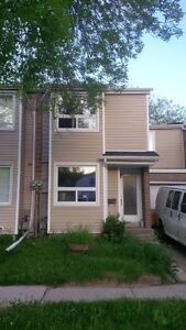 PRIVAT SALE. FREE HOLD TOWNHOUSE  IN MISSISSAUGA