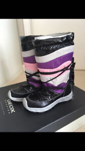 NEW WINTER BOOTS - FEMALE