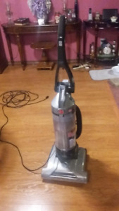 Hoover, Windtunnel bagless vacuum
