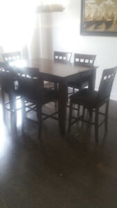 Dining table with 8 chairs (bar height)