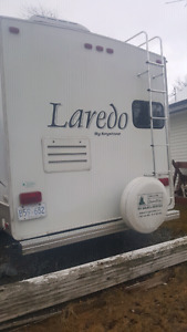 Hardly used Laredo 5th wheel