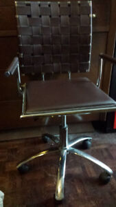 CONTEMPORARY OFFICE CHAIR ON WHEELS - BRAND NEW