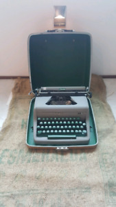Vintage Royal Commander Typewriter