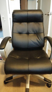 Like new office chair never used