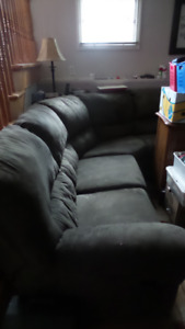 Sectional Couch! (3 Piece) Lazy Boy Type