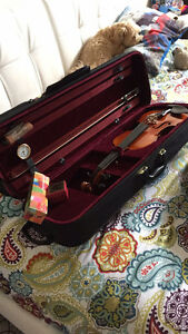 Never used, high quality Violin with hard carrying case