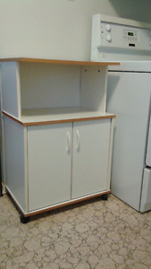 Kitchen cabinet with rollers
