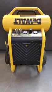 Compresseur a Air Dewalt 4.5Gal 200Psi D55146