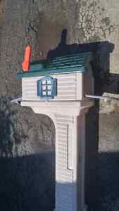 Rubbermaid Mailbox (spike included)