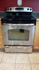 Stainless steel GE electric stove for sale in Penticton