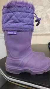 Need to go - Kamik girls size 12 purple snow boots Windsor Region Ontario image 1