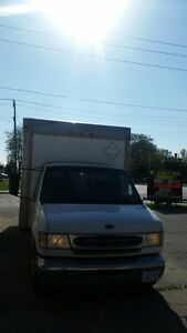 2002 Ford E-350 16 foot Cube truck