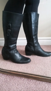 Clarks blk leather boots