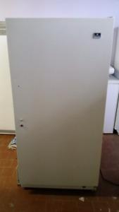 Congélateur verticale  18 pieds cube avec givre