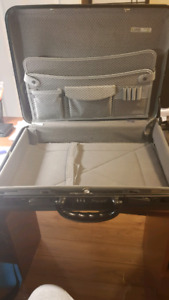 Briefcase like new condition. Priced for quick sale