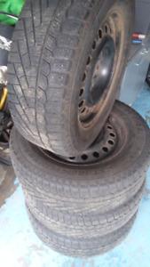 Pneu hiver 225/65R16 Rim 5x127 Jeep