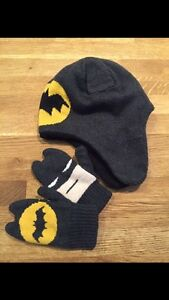 Gap hat and mitten size:XS (2-3years old)
