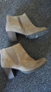 Women Clanks Ankle Boots Size 9
