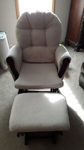 Brand new rocking chiar,with foot rest,  for new mothers
