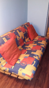 Futon coloré, sofa-lit