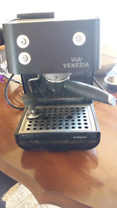 Very nice and fully functioning espresso machine