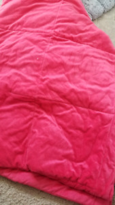 twin pink quilt and pillowcase