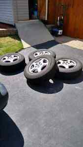 Selling 4 Michelin Defender Tires on Alloy Rims Kitchener / Waterloo Kitchener Area image 1