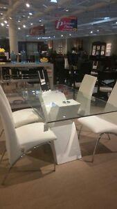 Modern Elegant Dining Room Set
