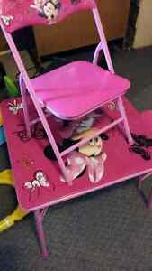 Girls toddler pink minnie mouse table +2 chairs