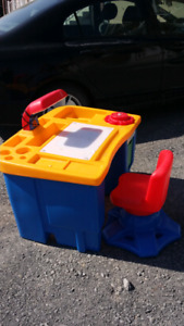 little tikes art desk with lamp and chair