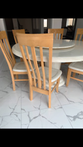 White marble round table with 6 chairs *reduced price*