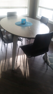Cottswood oval table with 4 chairs-just refinished-like new