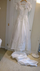 Sample wedding gowns.  UPCYCLE! $40 - DRESS 16