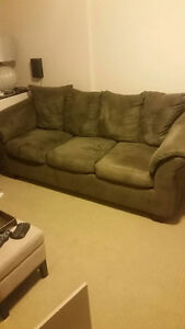 Sofa and loveseat in excellent condition London Ontario image 4